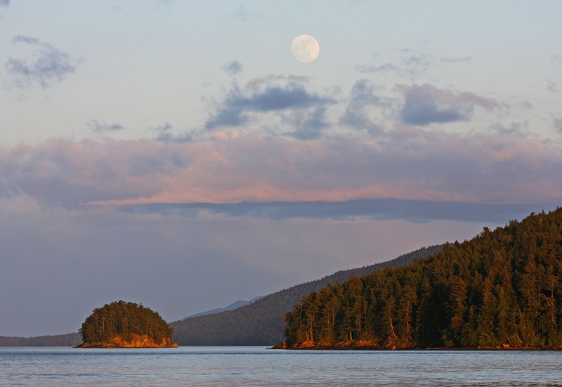 Mayne Island Super moon on May 5 2012 (5/6)