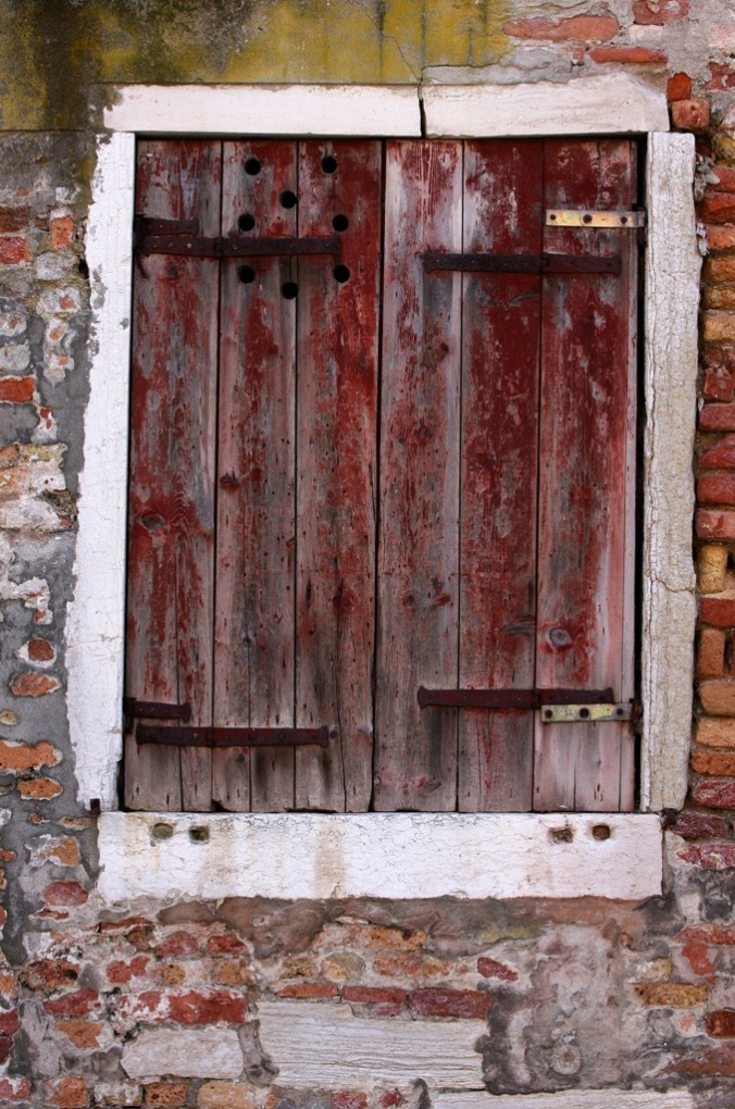 shuttered in Venice Italy by Terrill Welch 2014_04_19 032