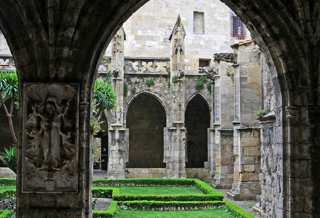 12th century Cathedrale courtyard Narbonne by Terrill Welch 2014_05_21 043