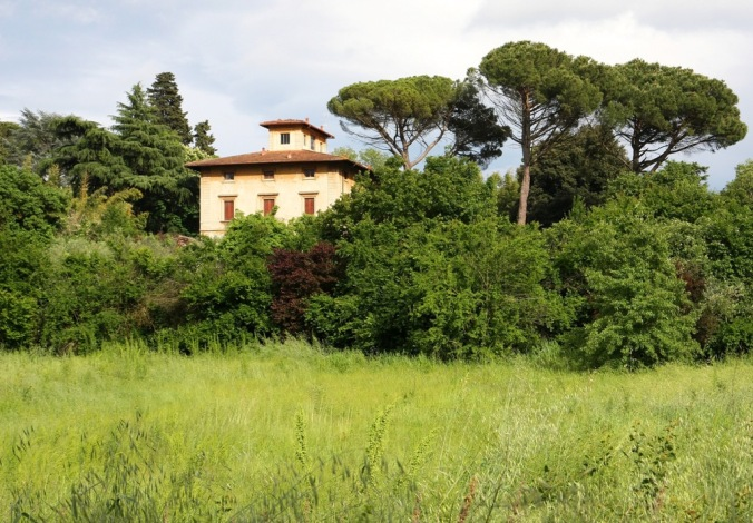 villa across a Tuscan Field by Terrill Welch 2014_05_03 035