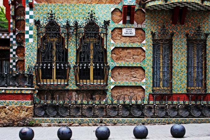over the top on Carrer De Les Carolines by Terrill Welch 2014_05_29 004